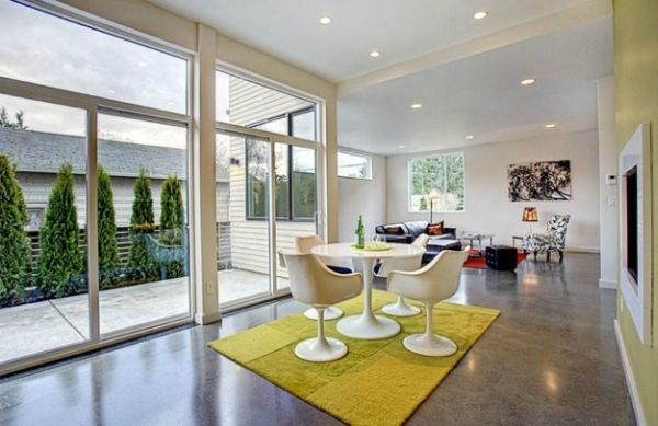 Dining area accentuated using a colorful rug