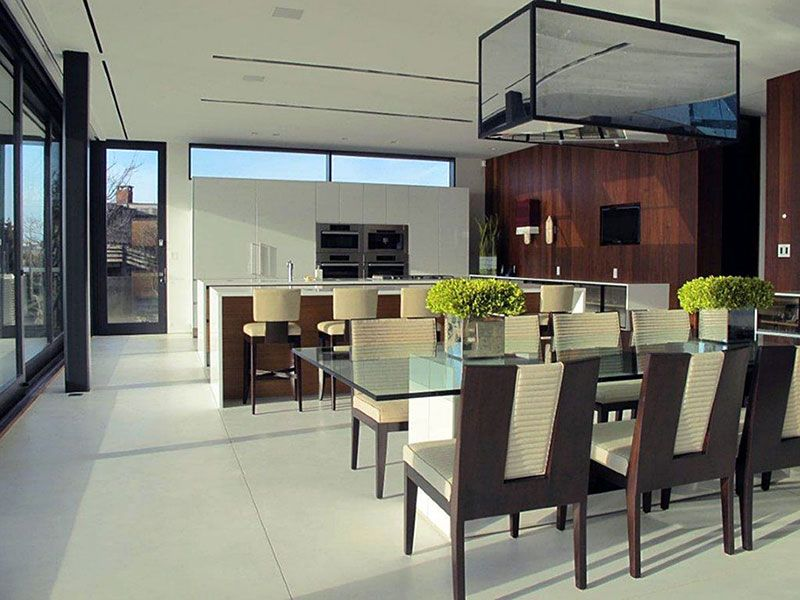 Dining space in the Daniel's Lane House