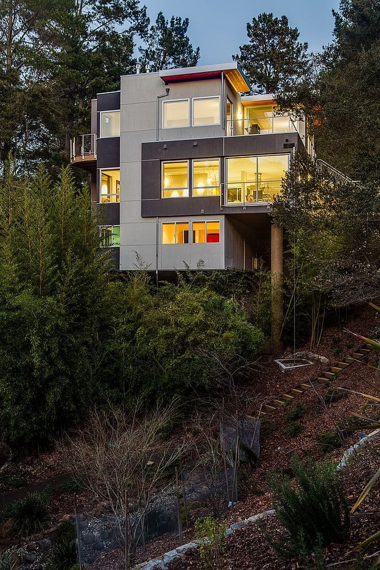 Elevated strucrure of the Portola Valley House