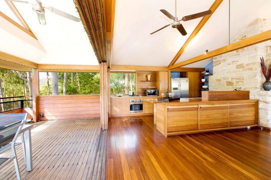 Ergonomic kitchen in lovely wooden tones