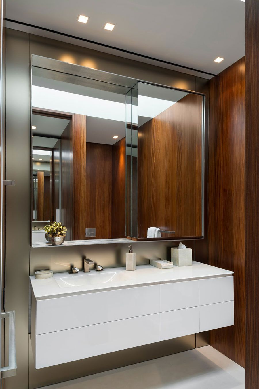 Floating cabinet in the bathroom