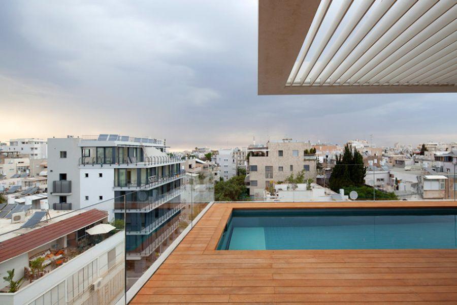 terrace infinity pool tops off a classy contemporary home in tel aviv. Black Bedroom Furniture Sets. Home Design Ideas