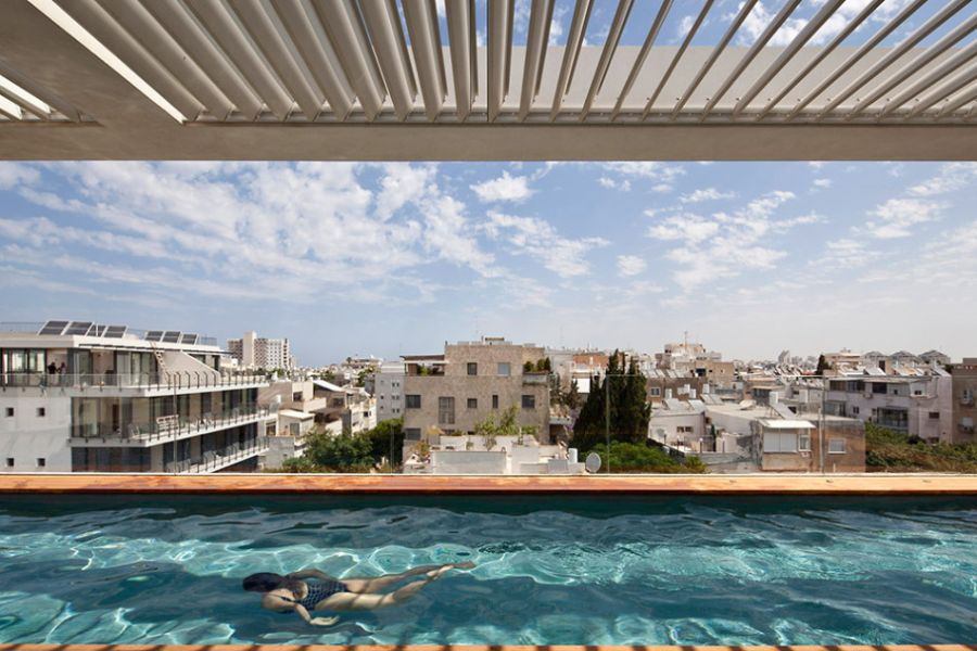 Infinity pool in Tel Aviv Residence Terrace Infinity Pool Tops Off A Classy Contemporary Home In Tel Aviv
