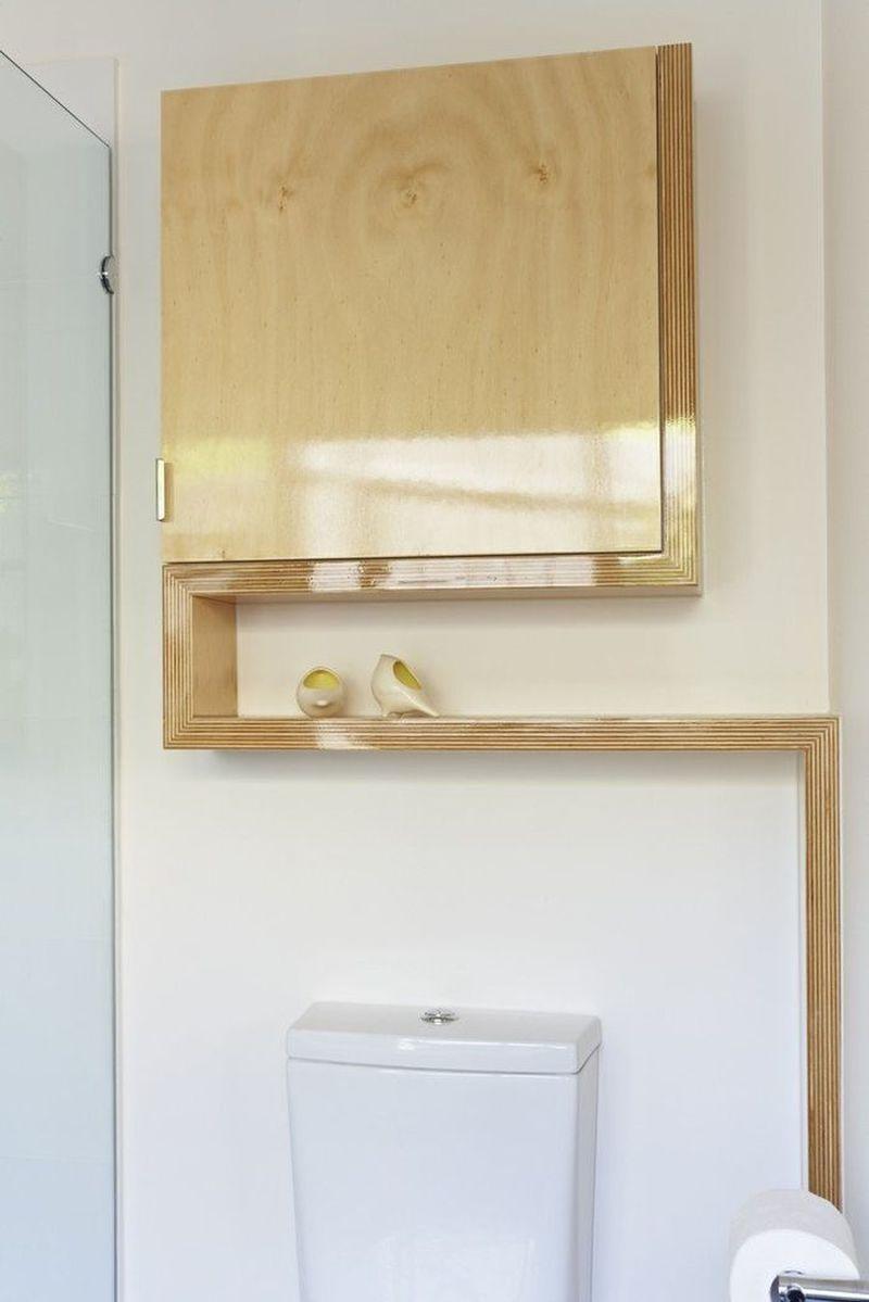 Interesting shelf space in the bathroom