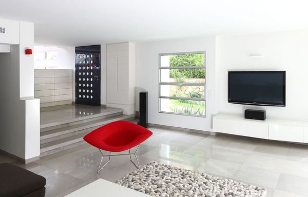 Lovely pebble rug fits in perfectly with the contemporary theme