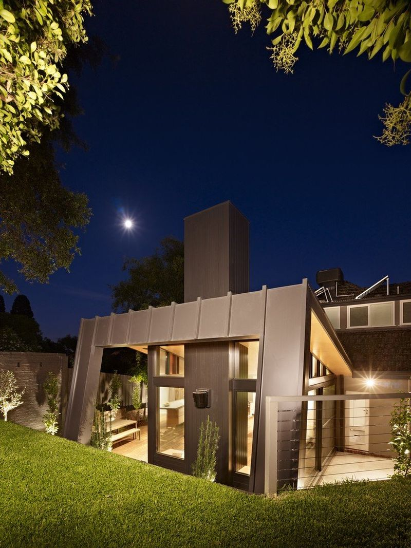 Modern extension to the Kew House Contemporary Extension To A Classic Melbourne Kew House