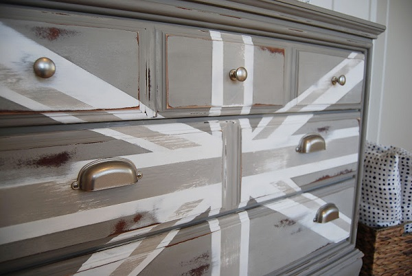 Neutral union jack dresser
