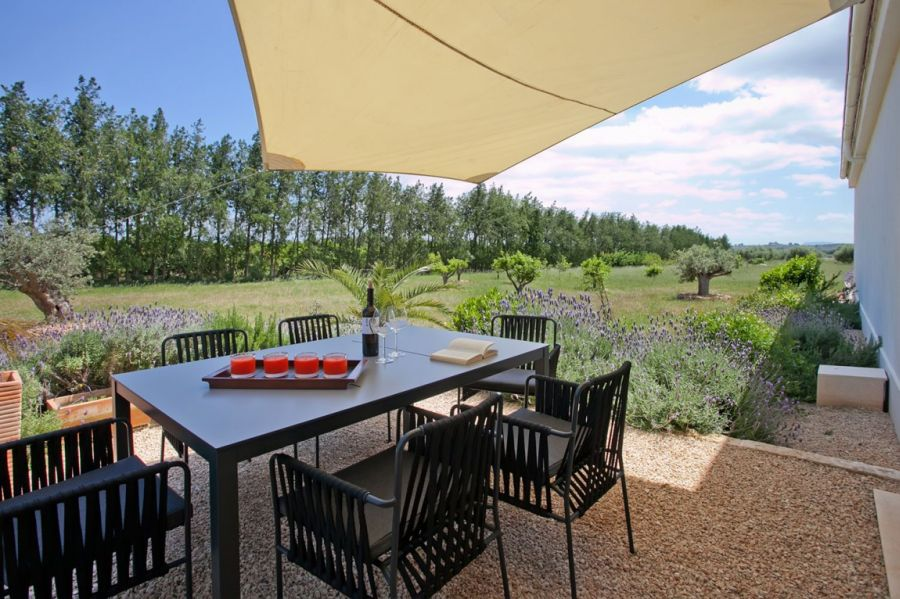 Outdoor dining area helps enjoy the greenery