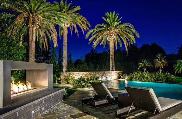 Picture perfect setting for a perfect night under the stars Outdoor Inspiration: Stunning Design Ideas For Fireplaces By The Pool