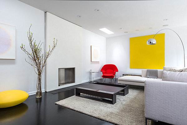 Red and yellow touches in a modern living room