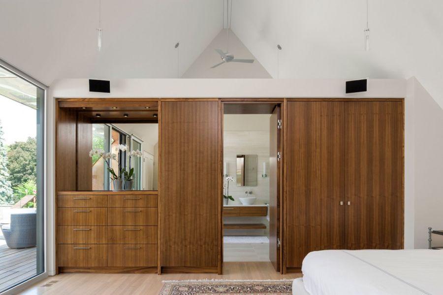 Smart wooden shelves in the bedroom
