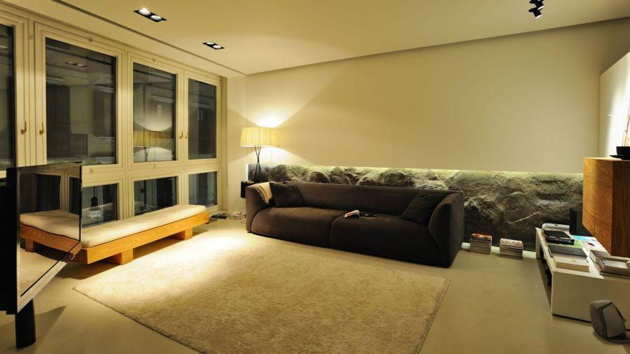 Stylish living room in Turin by Fabio Fantolino