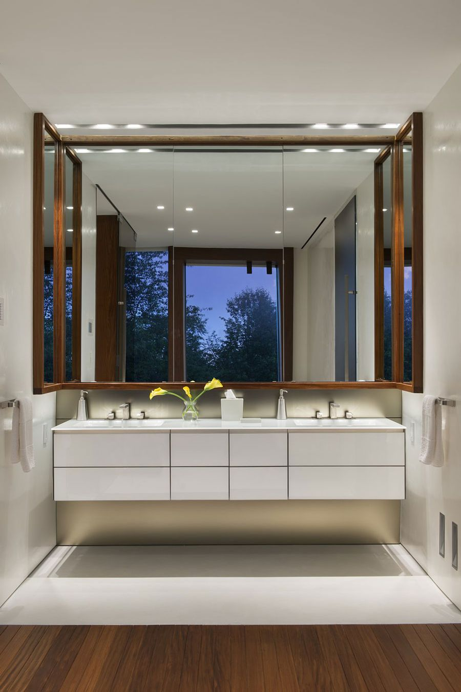 Stunning New York Residence Showcases Unobstructed Views Of The ...