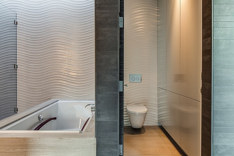 ingenious textured tiles for bathroom. View in gallery Textured tiles inside the bathroom Cool Californian Home Offers Exquisite Views And Serenity With Style