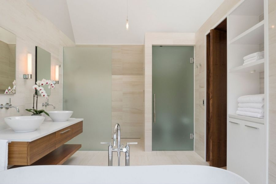 Translucent glass shower doors in the bathroom