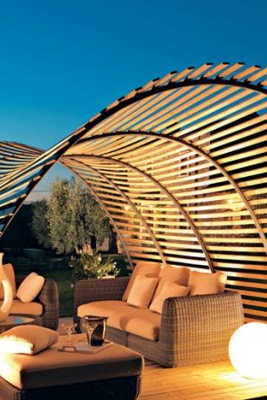 A fascinating twist to the traditional pergola design