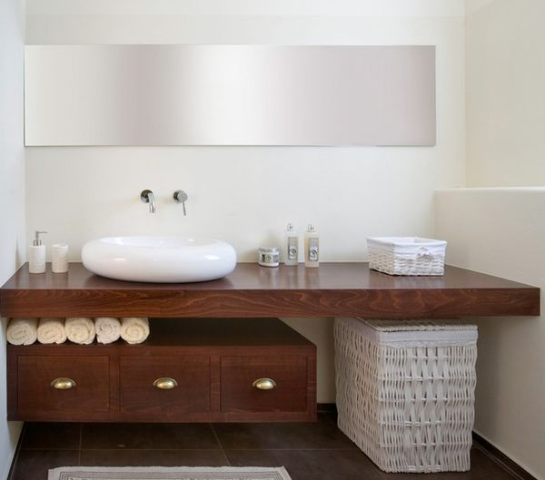 Ample space to display the towels under the floating countertop