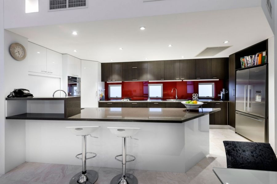 Beautiful kitchen in black, red and steel!