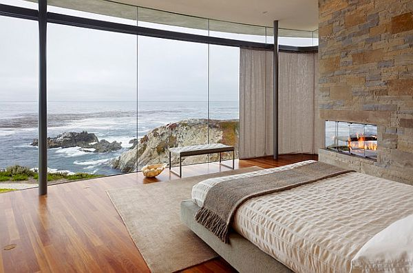 Beautiful view of the waves from the bedroom