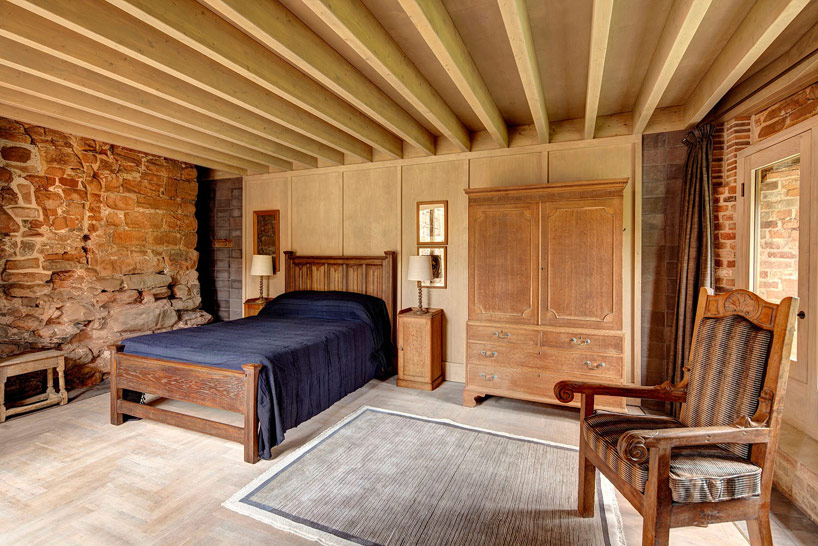 Bedrooms that preserve the original castle charm