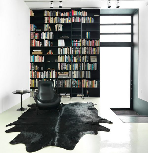 Contemporary living room with Saarinen side table in black