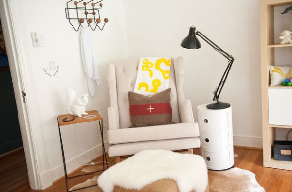 Create a lovely little reading and activity nook with the Componibili unit next to plush seating