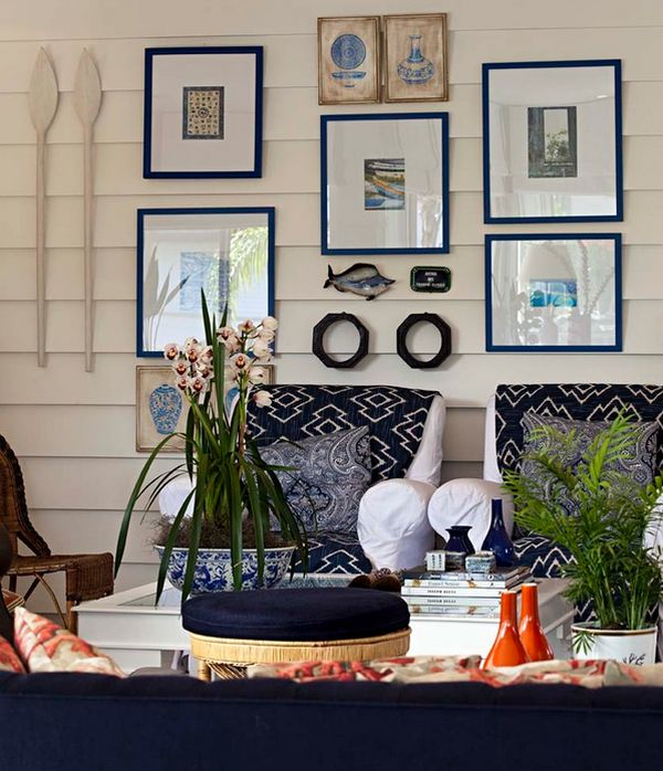Decorative fish and mounted oars combine with the navy blues ...