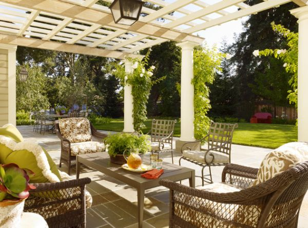 Even modern pergolas in the garden can use a hint of natural green