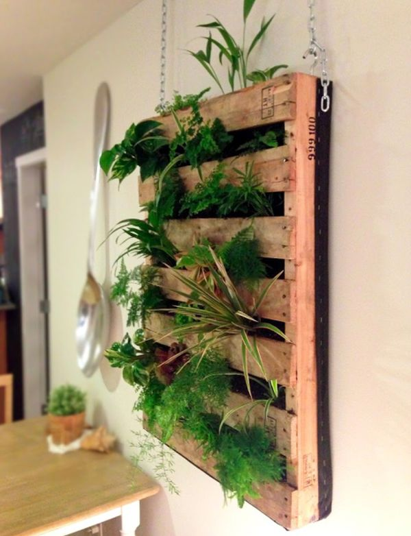 Cool diy green living wall projects for your home - Decoration avec des palettes ...