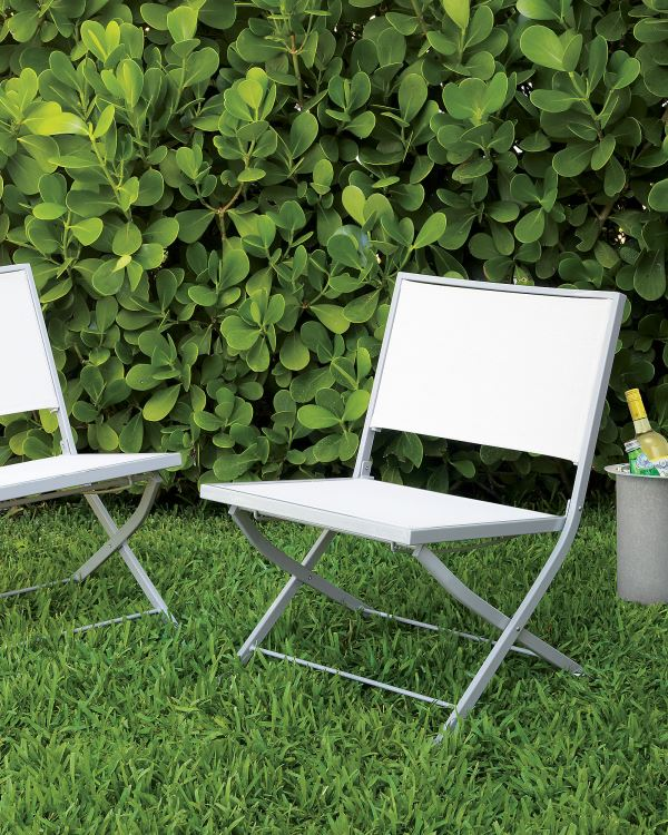 Stylish garden chairs for your outdoor space for Fold up garden chairs