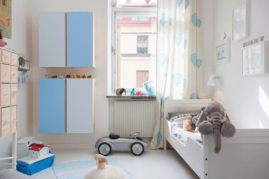 Kids' bedroom in cool blue and white color scheme