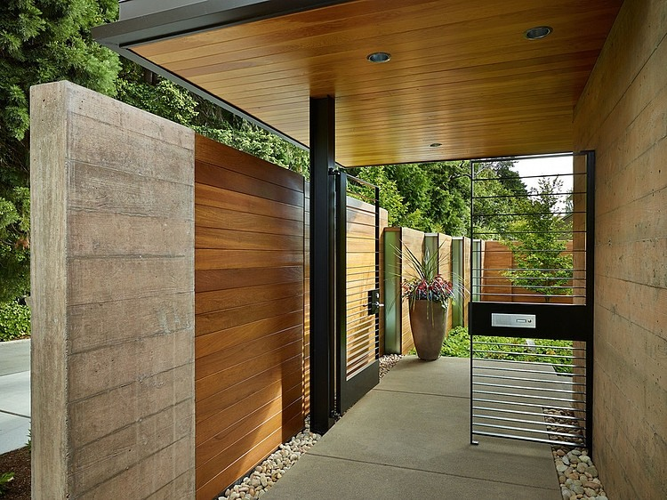 Landscape surrounding the Courtyard House in Washington