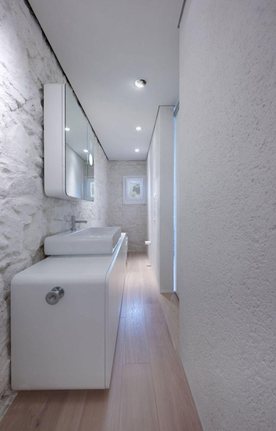 Mirrored shelves in the white bathroom