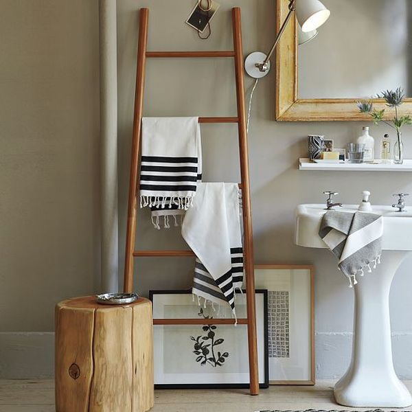 Beautiful bathroom towel display and arrangement ideas for Bathroom towel storage