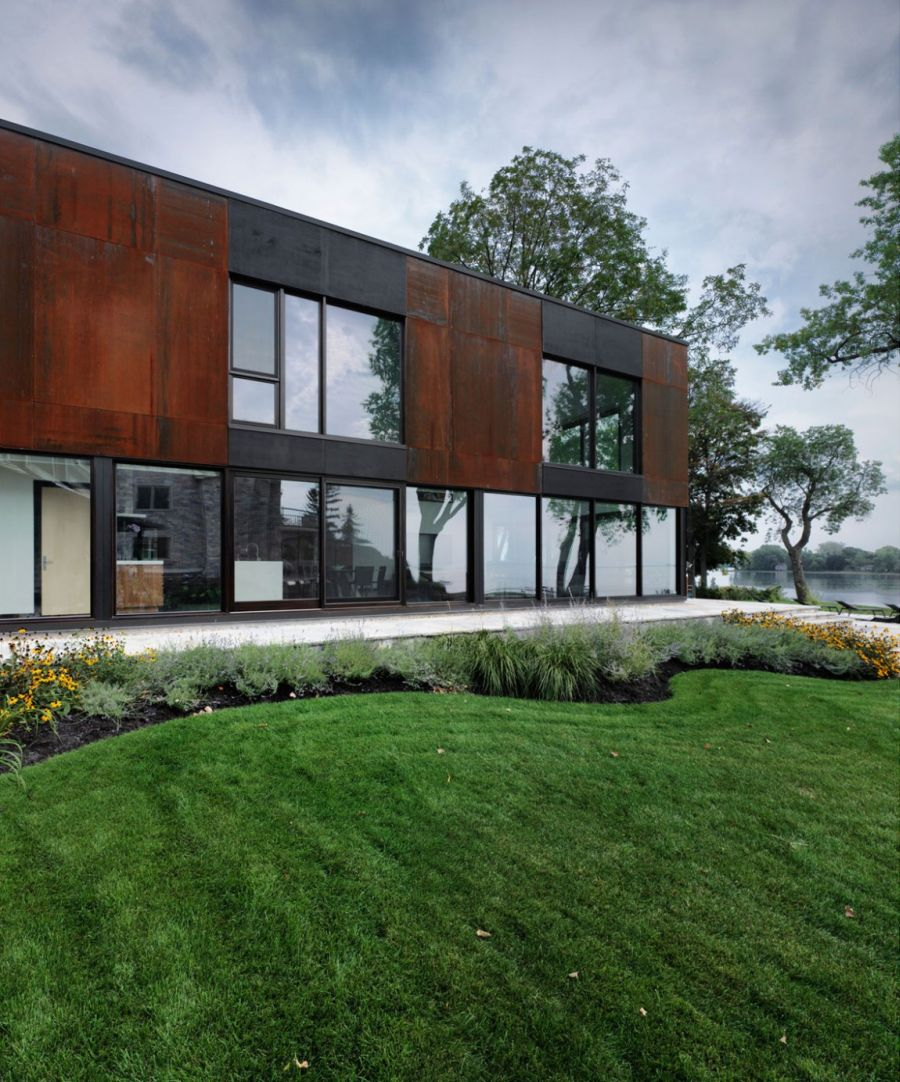 Modern facade in glass and wood