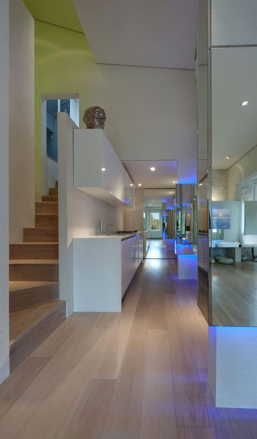 Narrow kitchen with ergonomic shelves