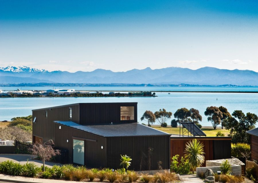 Nelson House In New Zealand Offers Seclusion Draped In