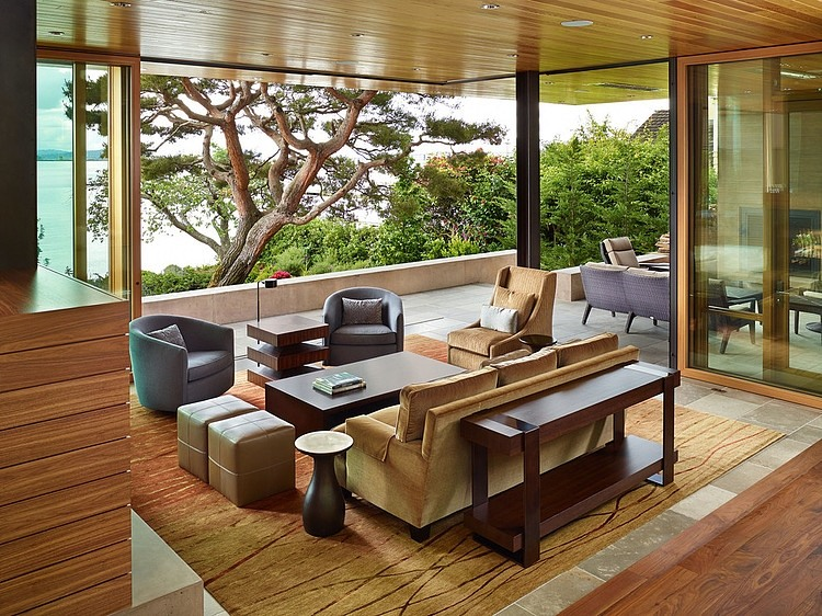 Open interiors of the Courtyard House in Seattle, Washington