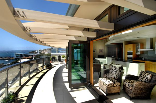 Penthouse porch with a ingenious pergola-inspired design