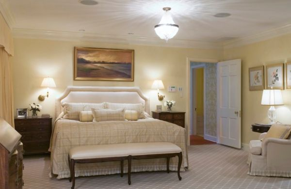 Relaxed bedroom ambiance in white and cream