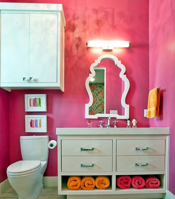 Rolled and hung towels reinforce the exquisite color scheme of this bathroom Beautiful Bathroom Towel Display And Arrangement Ideas