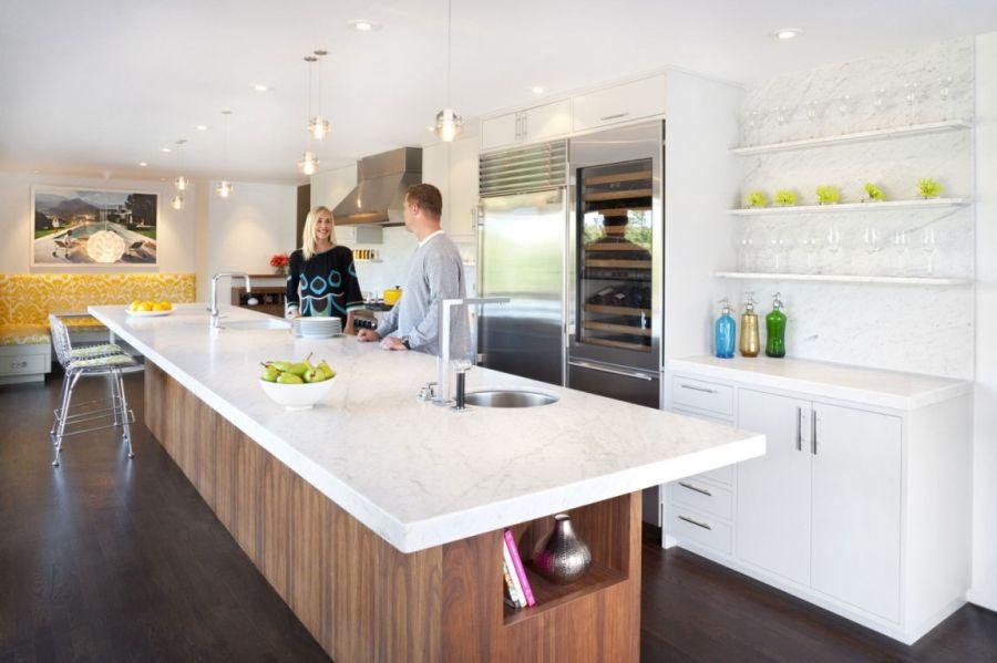 Spacious kitchen in white with sleeks shelves