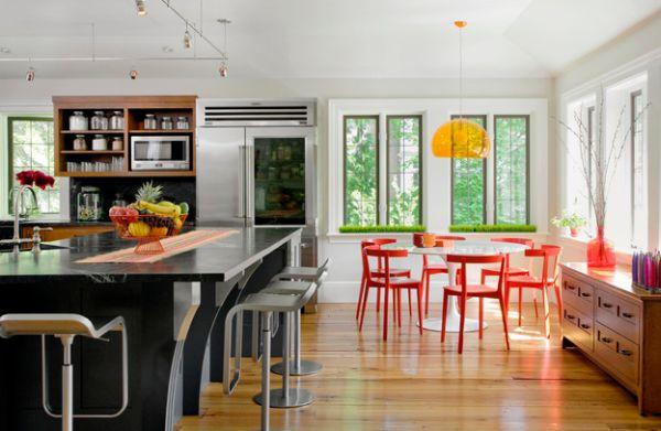 Stylish orange FLY suspension light above the Saarinen Tulip dining table