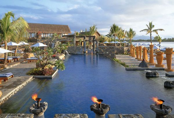 Stunning Turtle Bay infinity pool at the Oberoi Mauritius