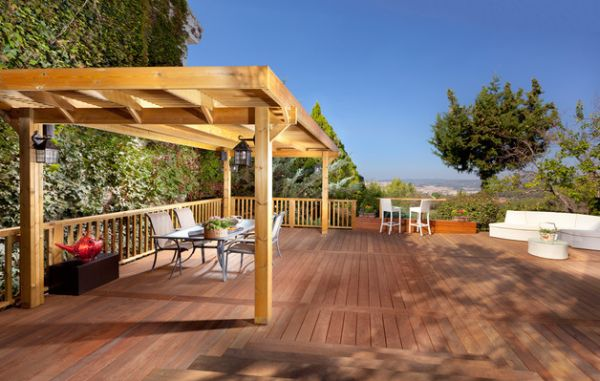 Traditional deck with a beautiful pergola