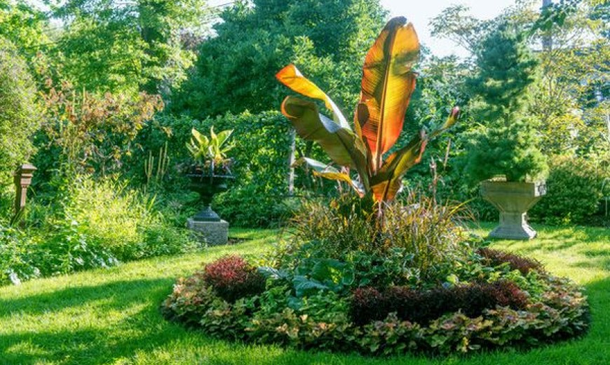 Connecticut Garden Displays Tranquil Beauty Nurtured With Decades Of Care
