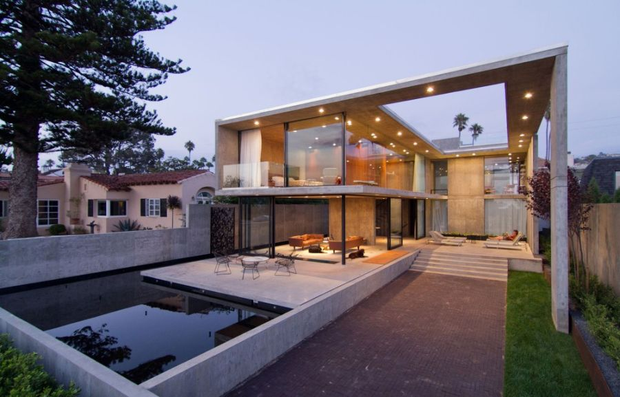 View of the outdoor space Luxurious California Residence Blurs Boundaries Of Conventional Design