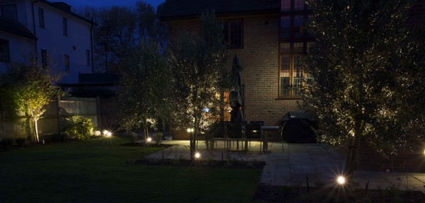 minimalist garden lighting