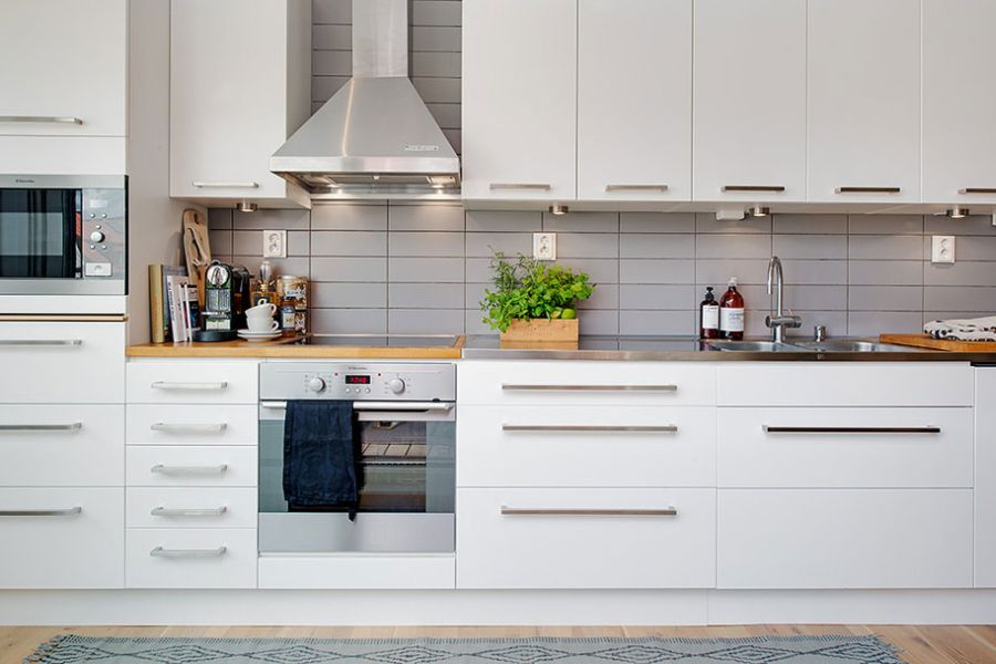 Beautiful and organized kitchen shelves