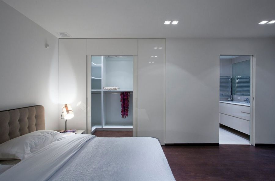 Stylish glass screens and sleek design shape smart greek for Bedroom designs with attached bathroom and dressing room